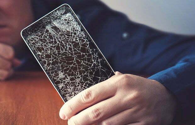 4 dintre cele mai comune cauze pentru care display-urile se sparg